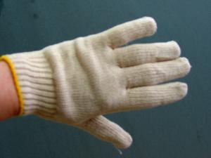 Un bleached gloves